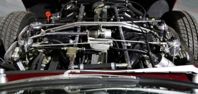 Jaguar E-Type 1972 - under the hood