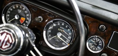 MG B 1963 gauges