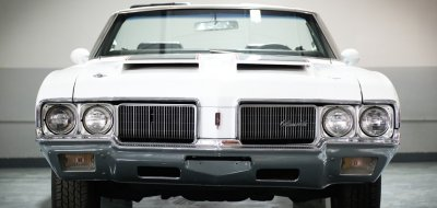 Oldsmobile Cutlass Supreme 1970 front view