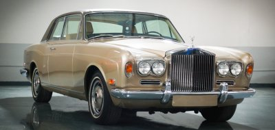 Rolls Royce Corniche 1973 front right view