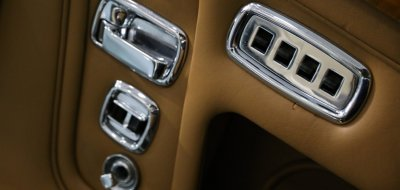 Rolls Royce Corniche 1973 door closeup