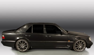 Mercedes Benz E500 1994 side view - driver's side