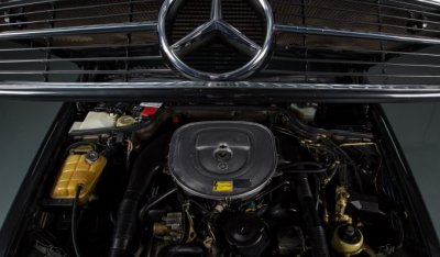 Mercedes Benz SEC560 1991 under the hood